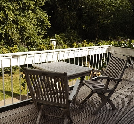 Hoepkens-Ruh-Balkon-Ausblick-ins-Gruene